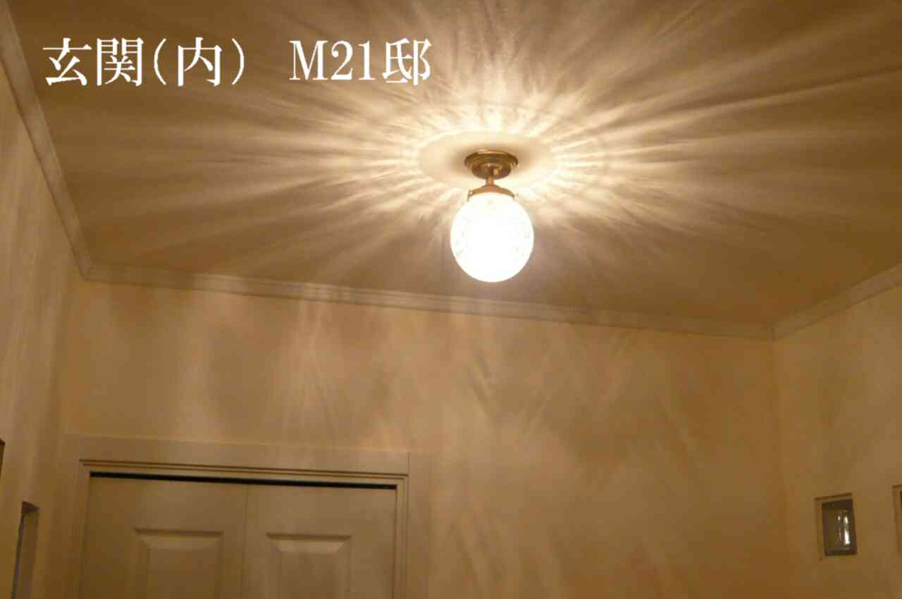 玄関ホールの天井灯