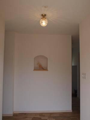 ニッチのある素敵な玄関と天井灯106esat+pb393