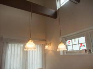 プロヴァンス風のダイニングルームによく合う照明