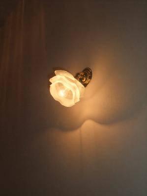 壁照明WB235+237/SAは小さくて可愛いので、どんな照明にもよくマッチします