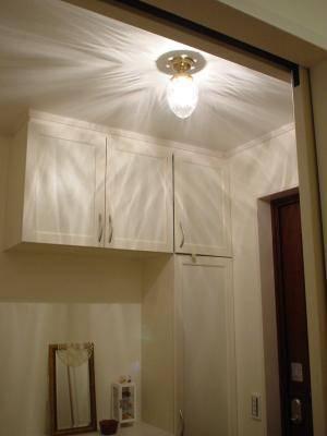 クリアなパイナップル型のガラスシェードを使った天井灯963/CUT-PB393を玄関の照明として