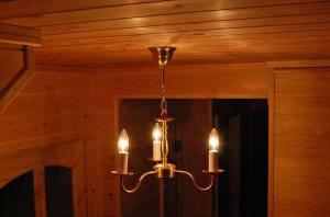 玄関の照明として、3灯のシャンデリアpb801-3を使用