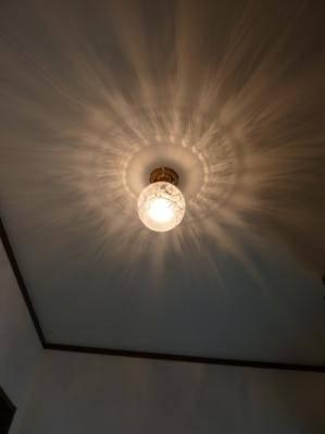 玄関の天井にアンティーク調の天井灯pb393+106esatを設置した施工例