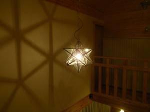 玄関の吹き抜け用照明としてランタンLA800Mを設置
