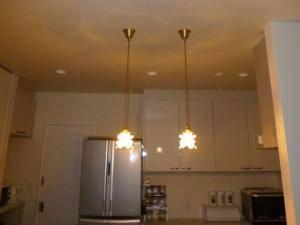 アンティークなペンダントライトをキッチンの照明として