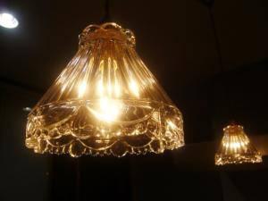 暖かな光が特徴のペンダントライト477clr-rj5をキッチンカウンターの照明として