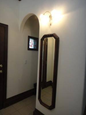 玄関ホールの照明にアンティーク調の2灯のブラケットライトwf340-2+237sat