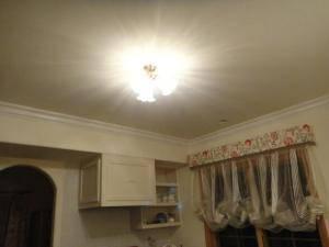 アンティーク風のキッチン照明pb615/3-352e/satは天井に映りこむ光の模様が綺麗