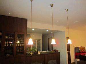ペンダントライトを食卓の上に-822sat-rj5