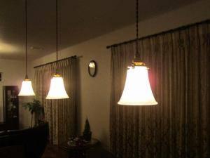 食卓用の照明としてペンダントライトを3台