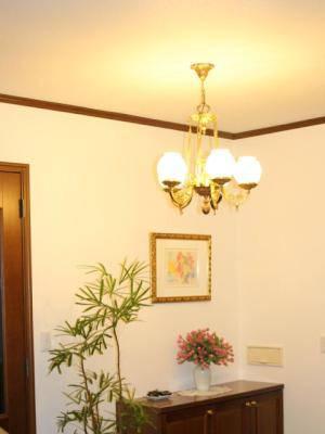 玄関照明のシャンデリアはpb776-5