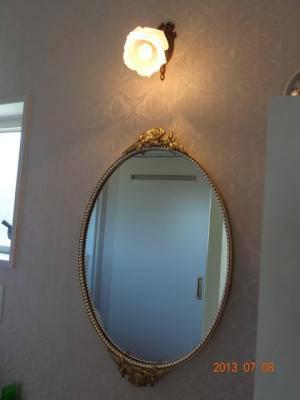 洗面鏡とブラケットライト w-m31-wf323+237sat-02.jpg