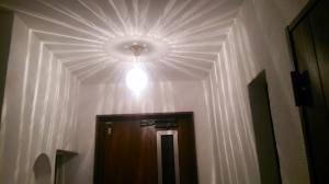 引掛けシーリングにも設置できる天井灯106E/SAT-PB393/Hを玄関で使用