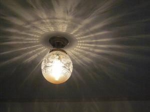 クラシックな天井灯PB393+106E/COGを階段ホールの照明として