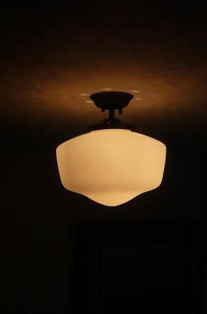 スクールシェードを使った天井照明PB394/Z+181/MATを玄関天井に