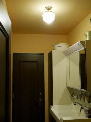 洗面所の照明はシンプルな天井灯182mat-pb394