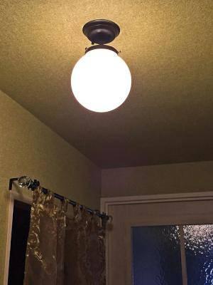 狭いスペース向けの玄関照明としてアンティーク調の天井照明