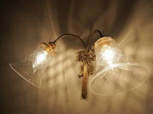 階段の照明に2灯タイプのブラケットライトWF340/2+421/CUTを設置した施工例写真