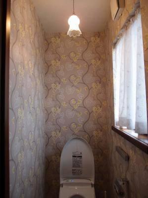 可愛いガラスシェード510/SATを使ったペンダントライトをトイレの照明に
