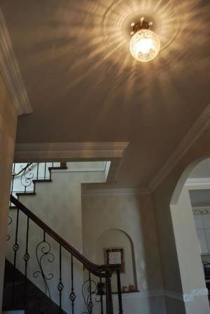 すてきな玄関の照明としてちょっとアンティーク風の天井灯355E/SAT-PB394を使って頂きました