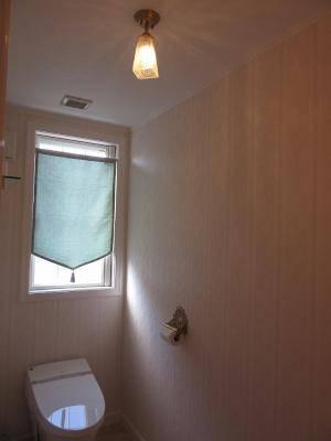 トイレ照明-アンティーク調のガラスシェード965/SATを使った天井灯