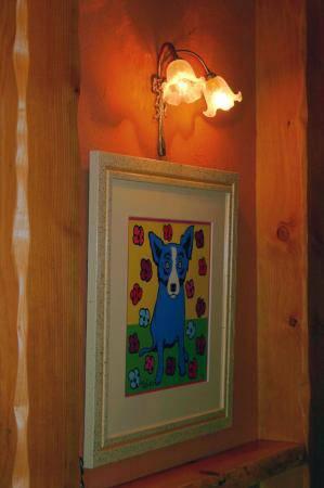アンティーク調の2灯のブラケットライトwf340/2を廊下の壁の絵の上に設置しました