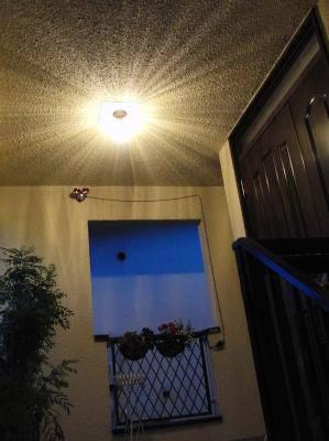 玄関の外灯としてアンティーク風の天井灯EF393+106E/SAT