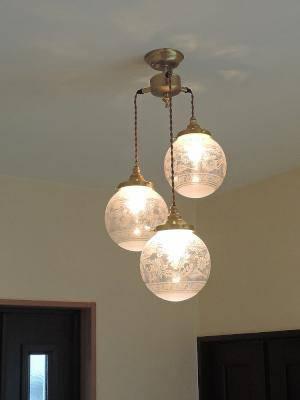 ガラスを3個使った玄関照明pb621/3+106e/sat