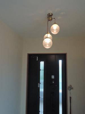 トラディショナルな玄関照明pb621/3+106e/satの施工例
