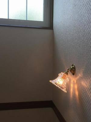 階段照明に使われた小さな壁照明wb235+475/clr