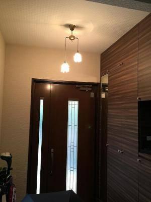玄関照明の2灯のペンダントライト-pb621/2/h+235/sat-引掛けシーリングタイプ施工例