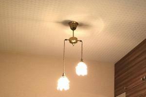 引掛けシーリングに設置できる2灯のペンダントライトを玄関ホールに