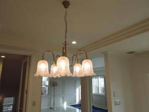 ダイニングの照明として英国アンティークの雰囲気を持つ5灯のシャンデリアpb431-5+361esat