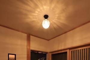 エッチング模様のガラスが綺麗な天井灯を玄関にpb393z-106esat