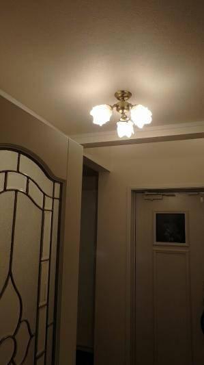 クラシックな天井照明pb615-3+235satを玄関照明として使った施工例