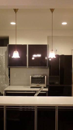 キッチンのガラスを使ったペンダントライト352ered-rj5x2台の施工例写真