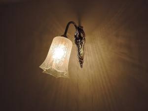ガラスがレトロな印象を持つ壁照明wf320+411sat