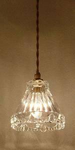 キッチンの照明として使われたペンダントライト477/CLR-RJ5
