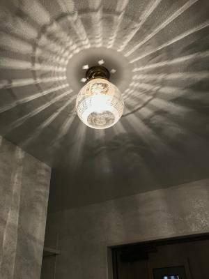 天井や壁に美しい光が放射状に映りこみます―玄関のおしゃれなシーリングライト355E/SAT-PB394