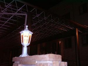 アンティーク風の外灯 e-m09-ep022n-04.jpg