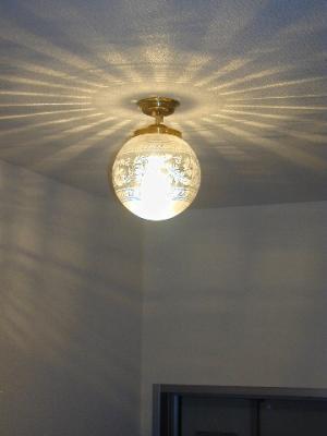 アンティーク調の天井灯108E/SAT-PB394を玄関ホールの天井に設置した実例