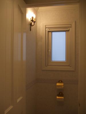 トイレのブラケットライト t-m08-wb3001-2-02.JPG